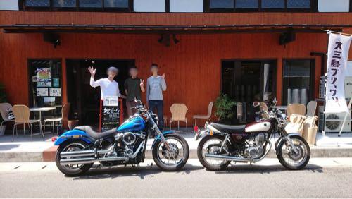 大三島ブリュワリーの前でバイクと記念写真