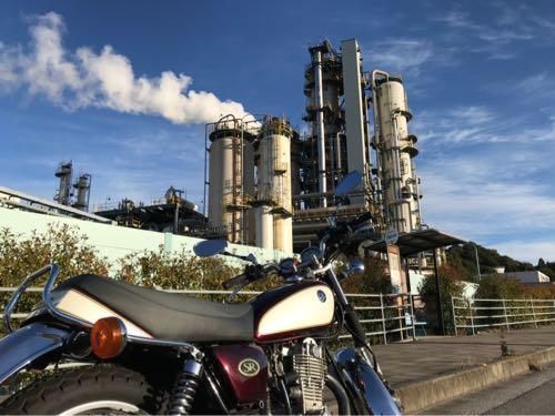 バイクと工場